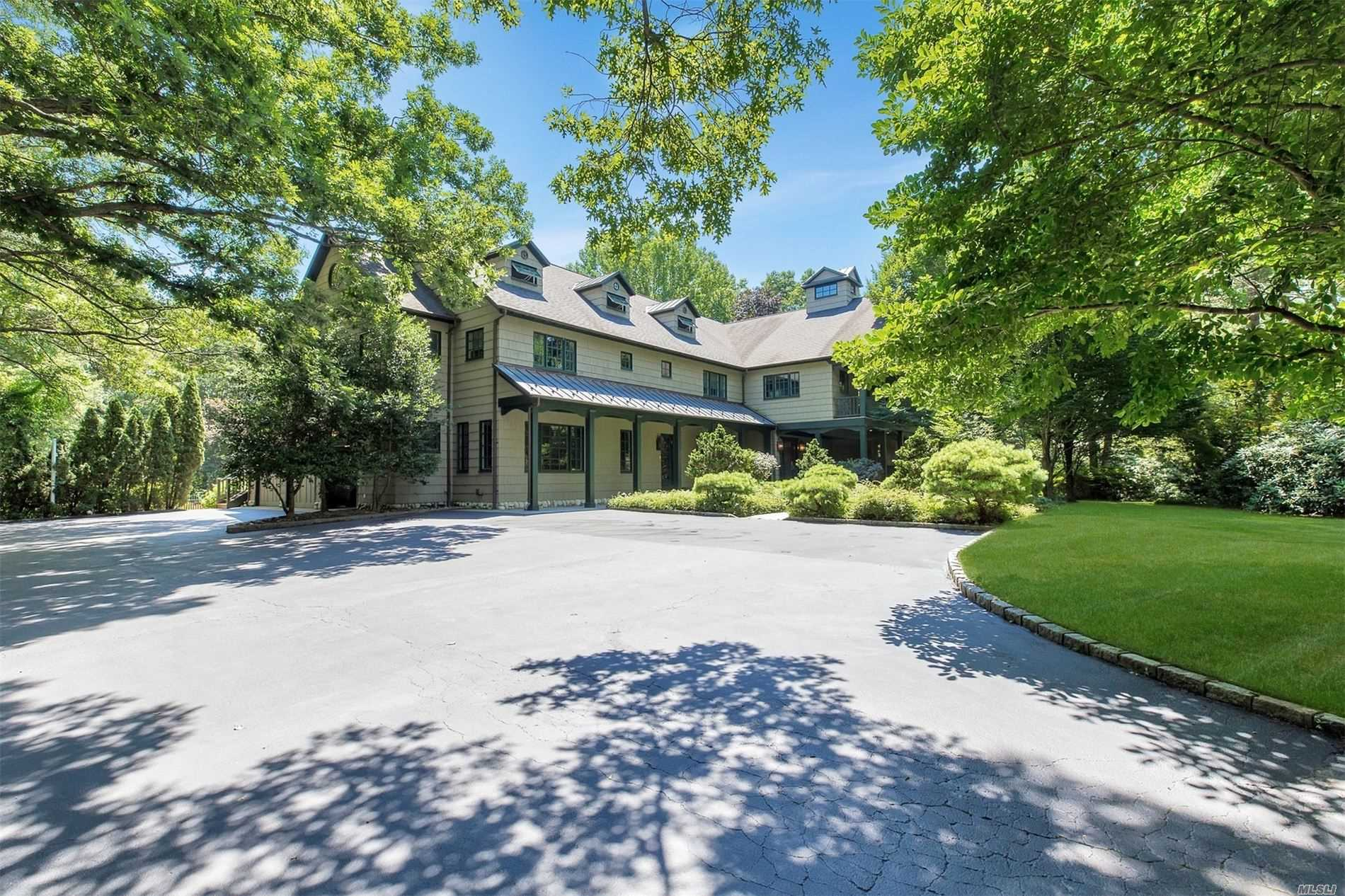 Residential For Sale in 215 Laurel Ln, Laurel Hollow, NY ,11791