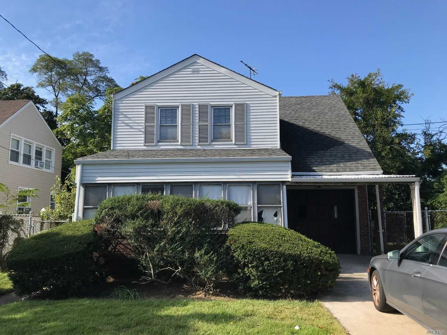 Residential For Sale in 18 Tuxedo Ave, New Hyde Park, NY ,11040