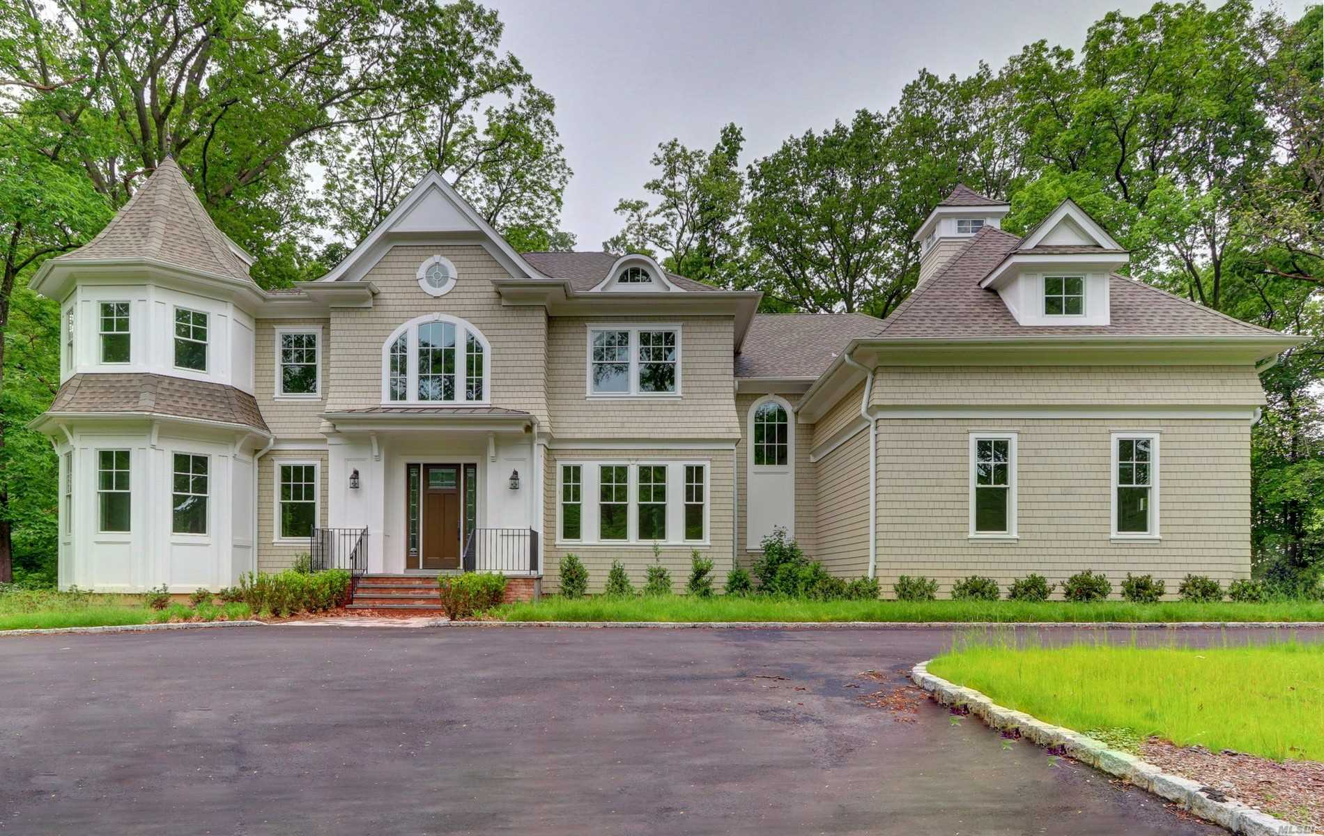 Residential For Sale in 12 E Huxley Dr, Lloyd Harbor, NY ,11743