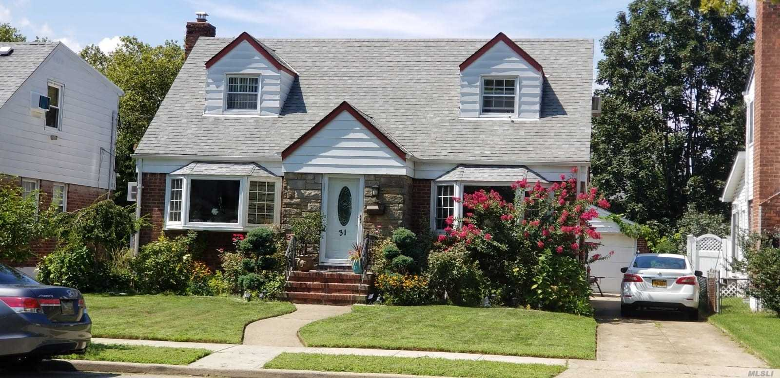 Residential For Sale in 31 Kingston St, New Hyde Park, NY ,11040