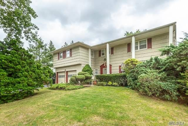 Residential For Sale in 96 The Dell, Searingtown, NY ,11507