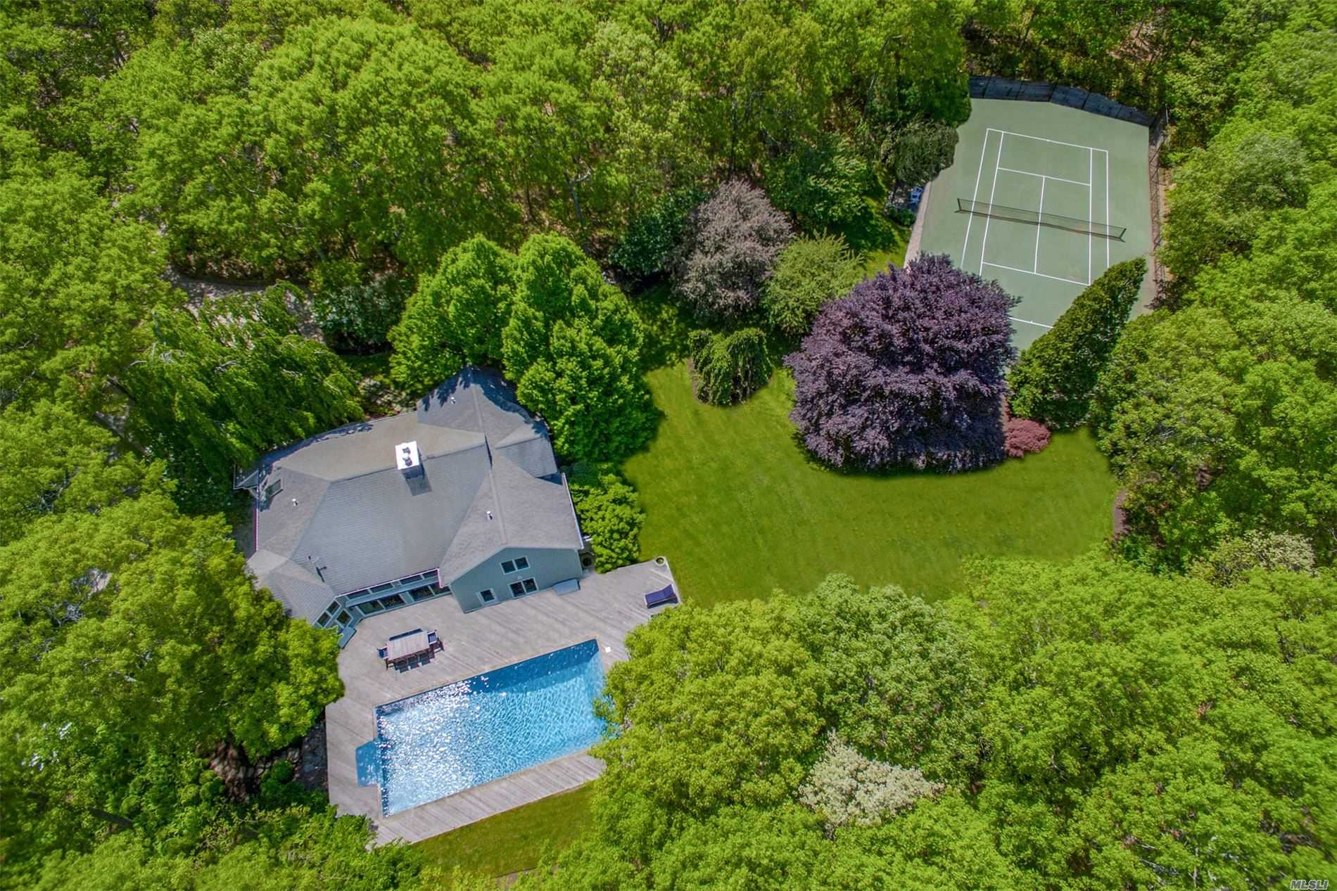 Residential For Sale in 118 Merchants Path, Wainscott, NY ,11975