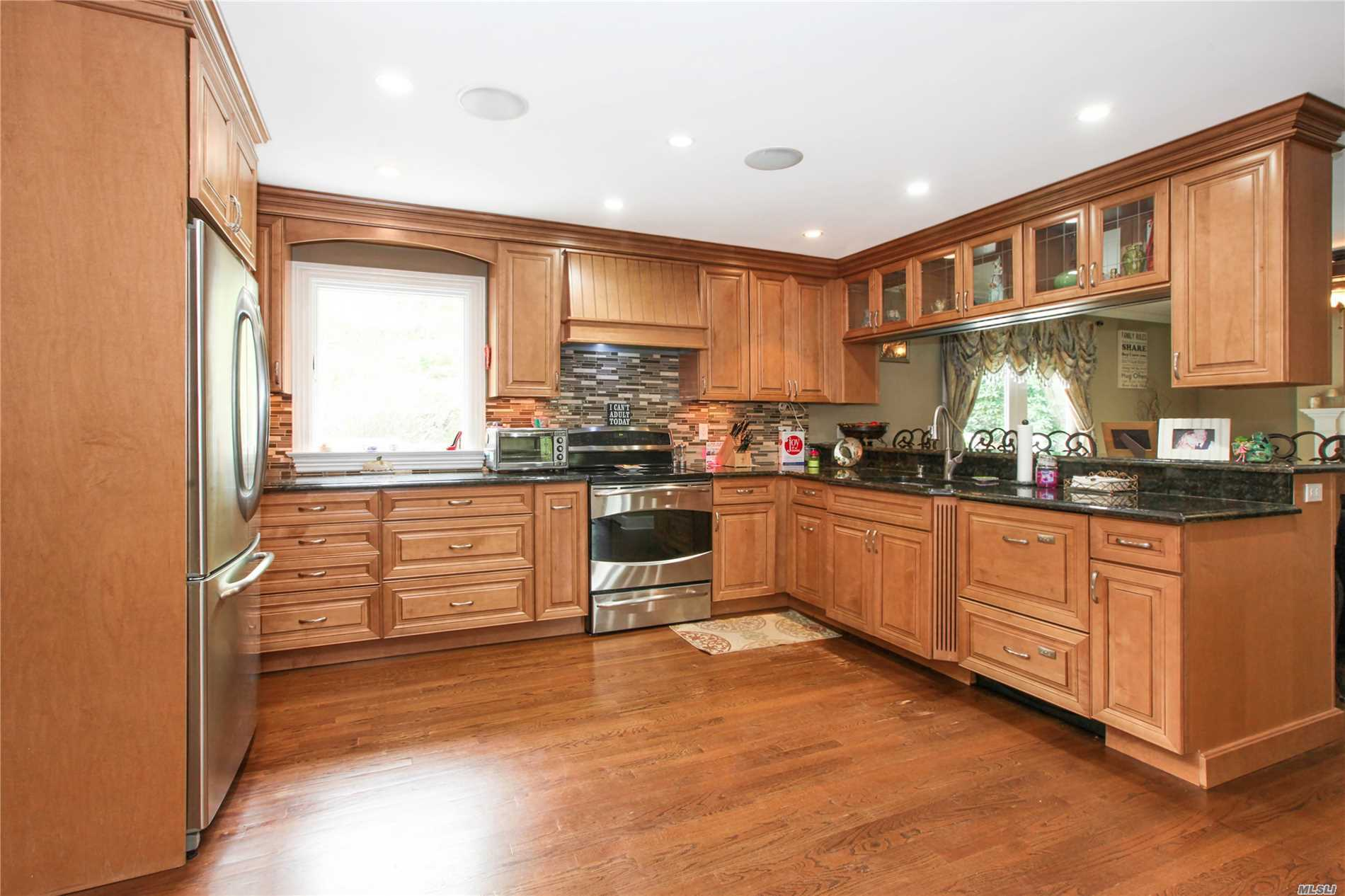 Residential For Sale in 10 Bailey Hollow Rd, Stony Brook, NY ,11790