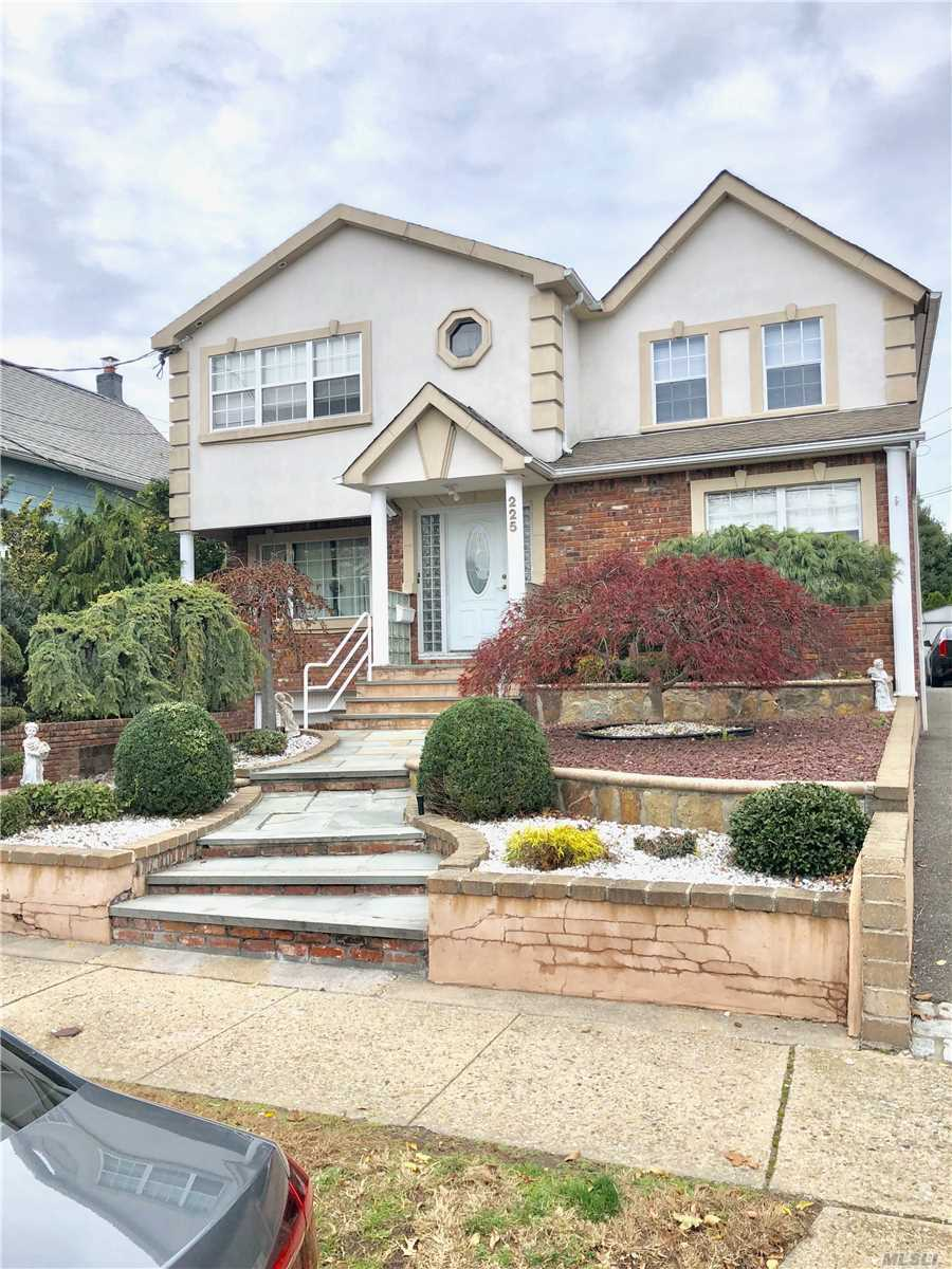 Residential For Sale in 225 Rushmore Ave, Carle Place, NY ,11514