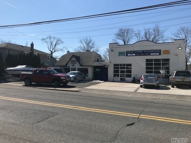 Commercial for sale in 2790 Woods Ave, Oceanside, NY ,11572