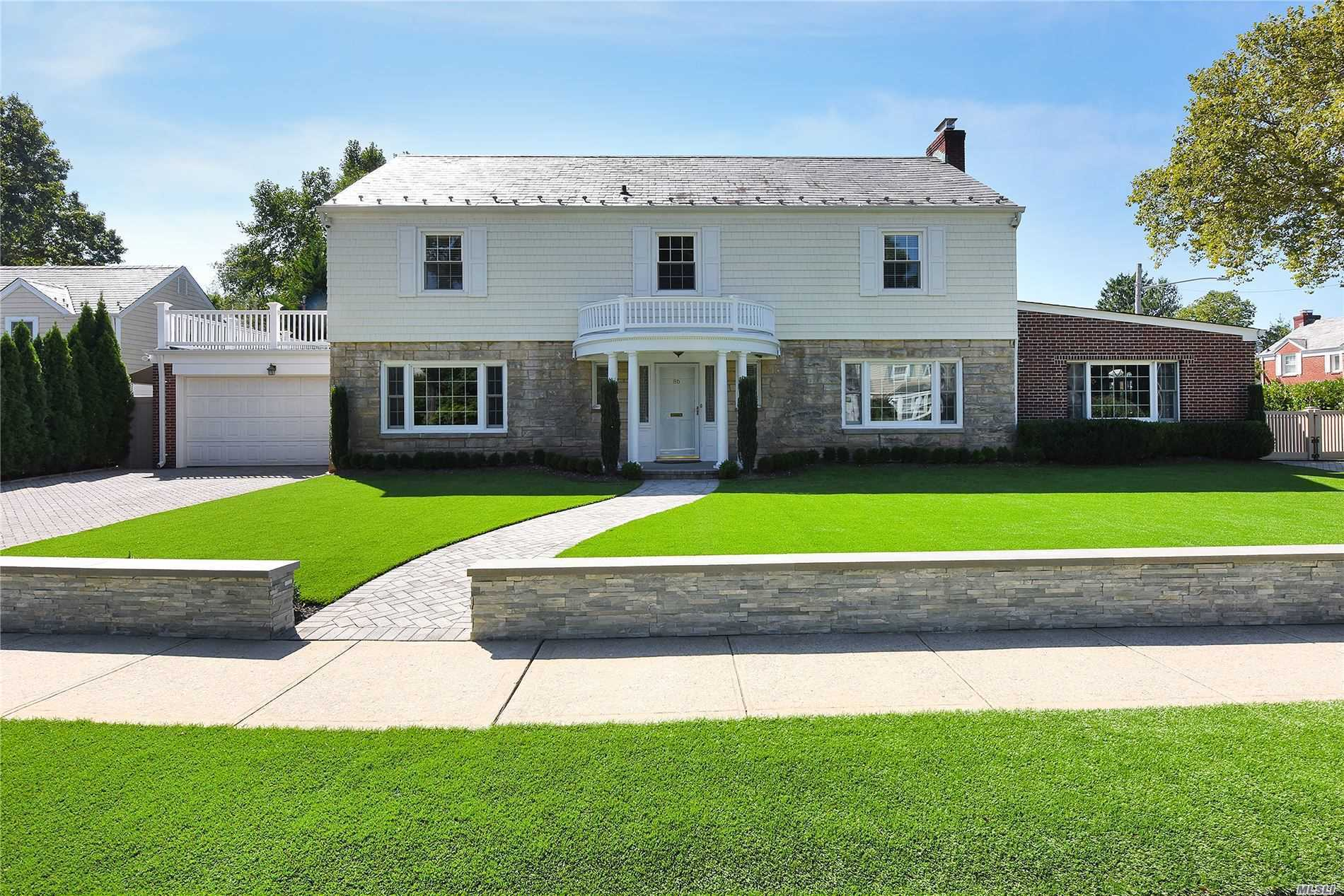 Residential For Sale in 86 Fountain Avenue, Rockville Centre, NY ,11570
