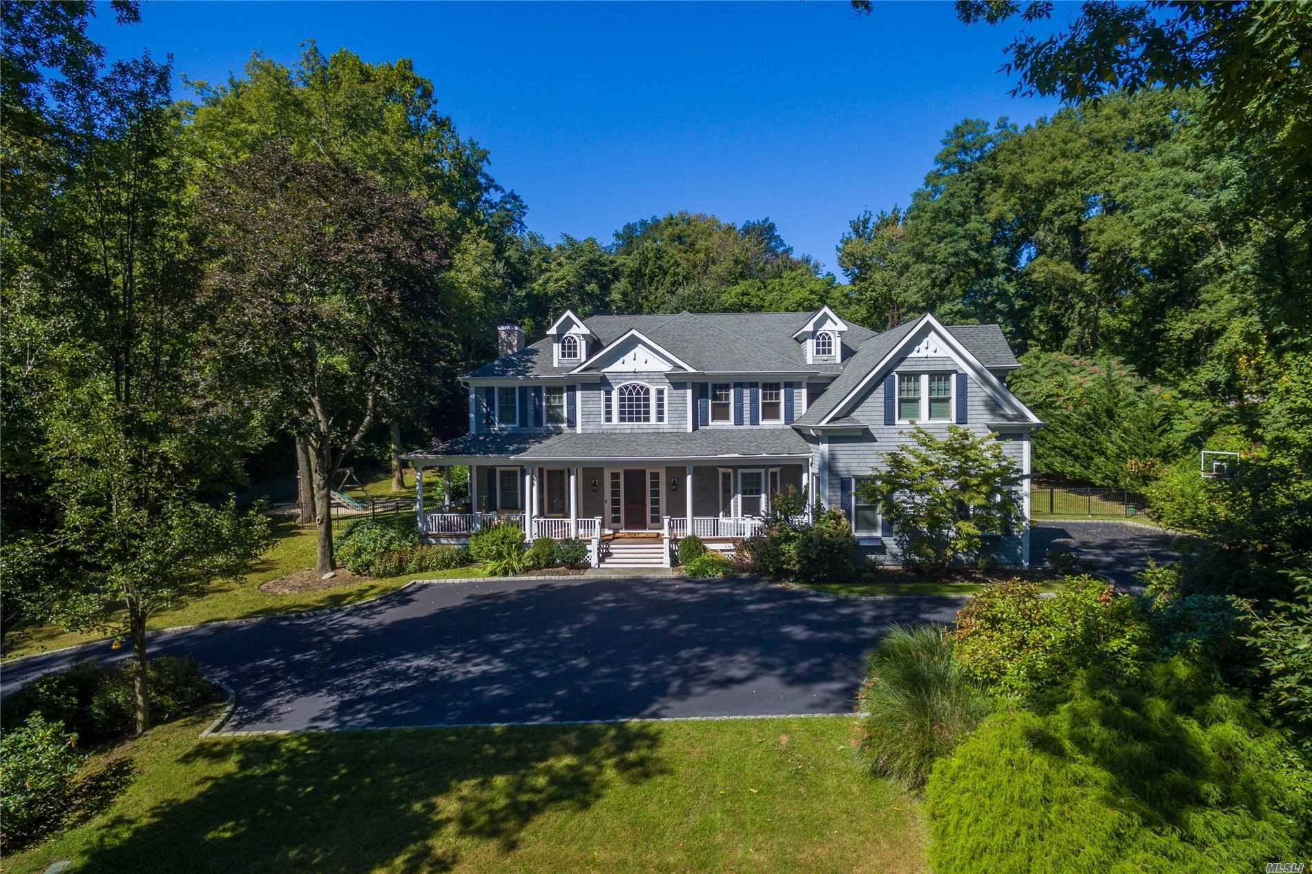 Residential For Sale in 280 Southdown Rd, Lloyd Harbor, NY ,11743