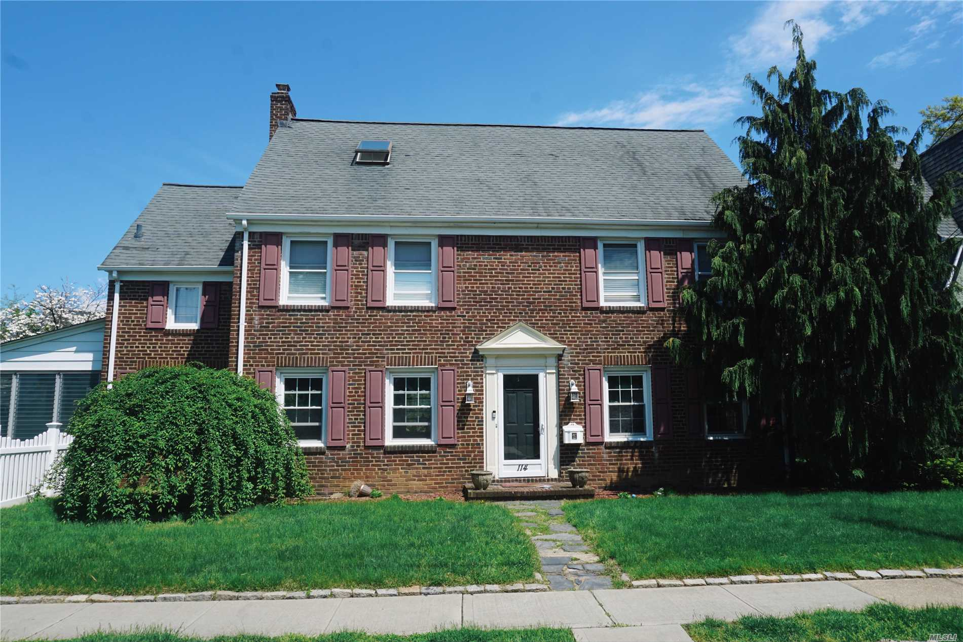 Residential For Sale in 114 Stratford Rd, W. Hempstead, NY ,11552