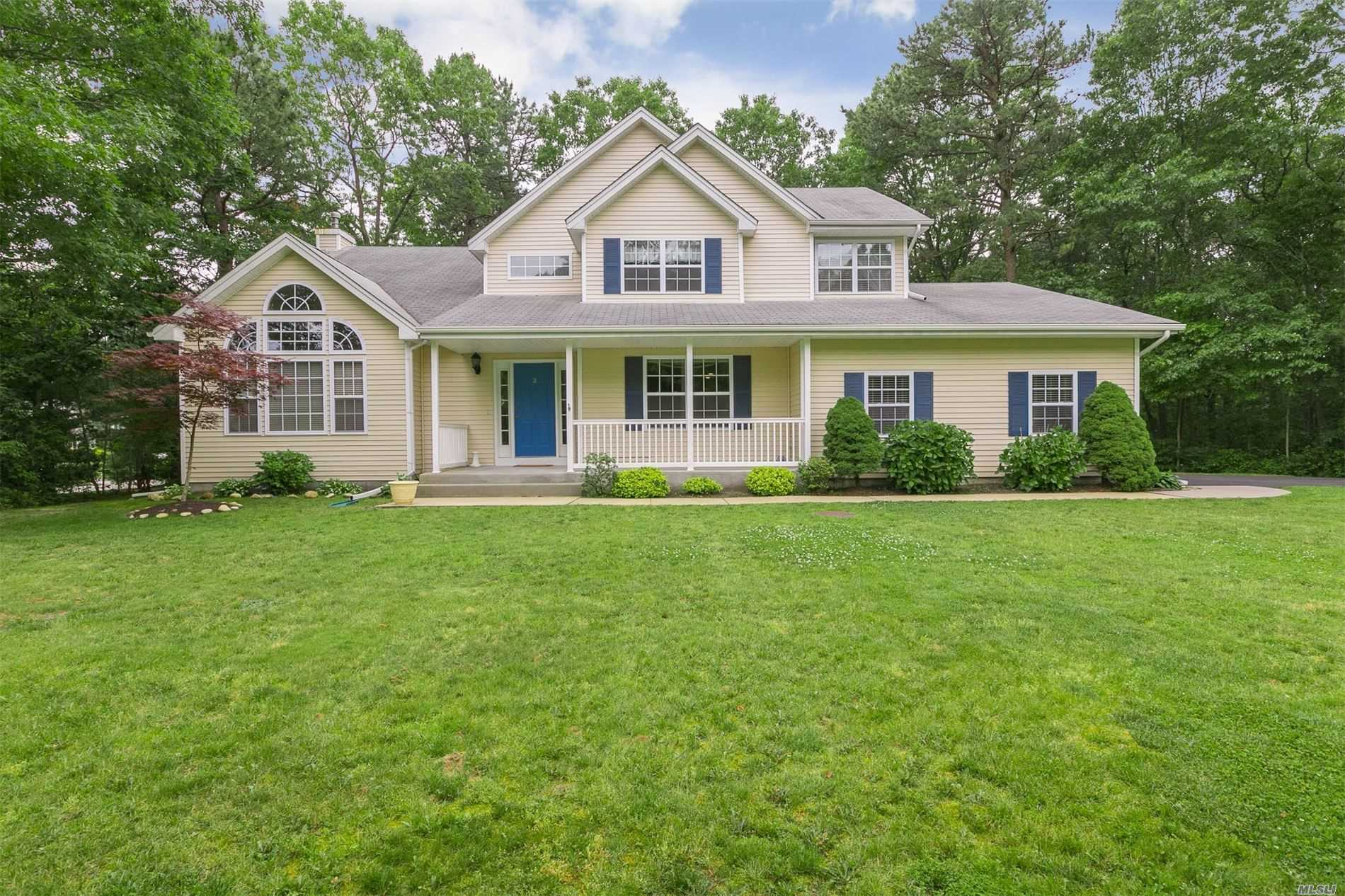 Residential For Sale in 2 Katherine Path, Middle Island, NY ,11953