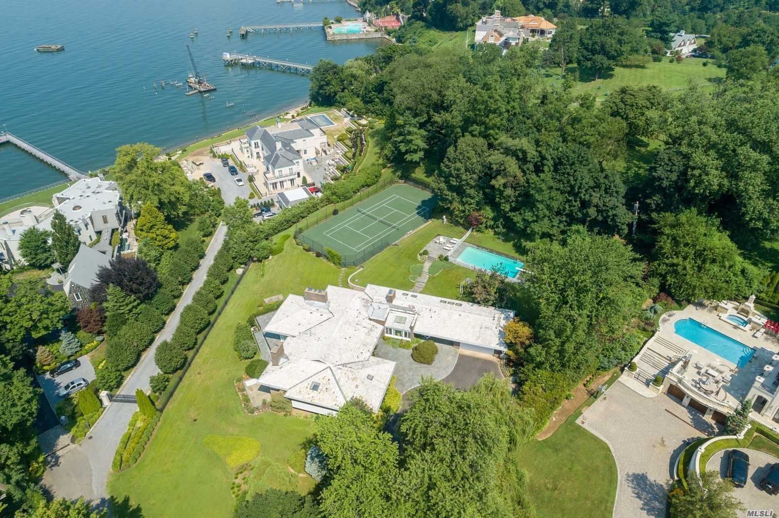 Residential For Sale in 188 Kings Point Rd, Great Neck, NY ,11024
