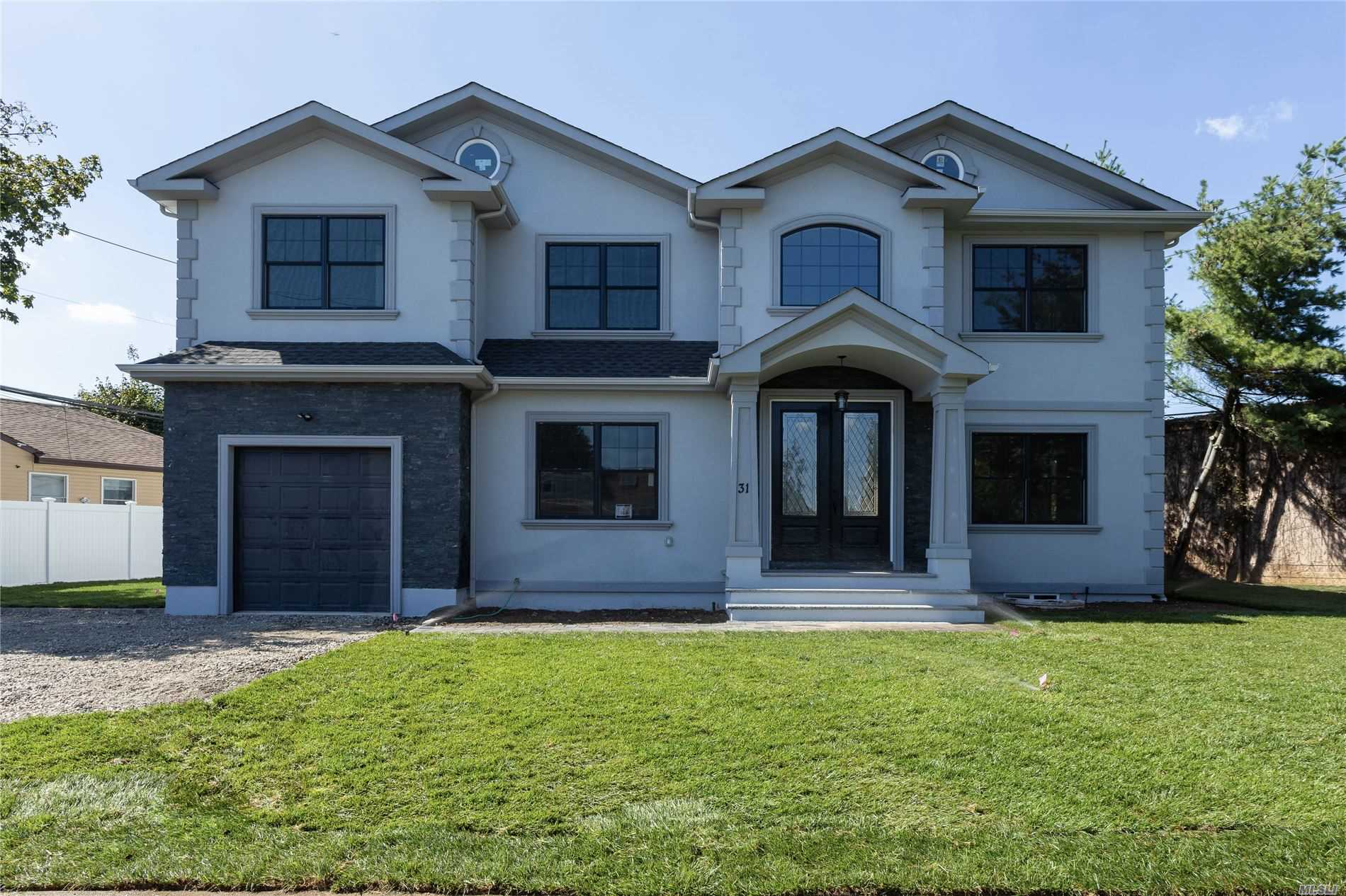 Residential For Sale in 31 Greenvale Ln, Syosset, NY ,11791