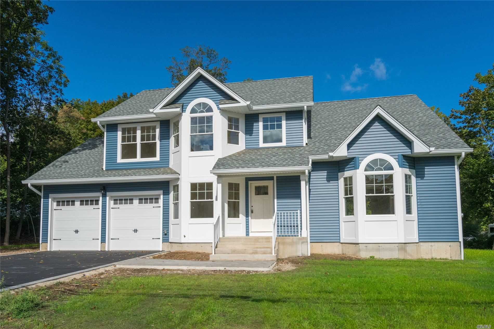 Residential For Sale in 247 Thompson Pl, Huntington Sta, NY ,11746