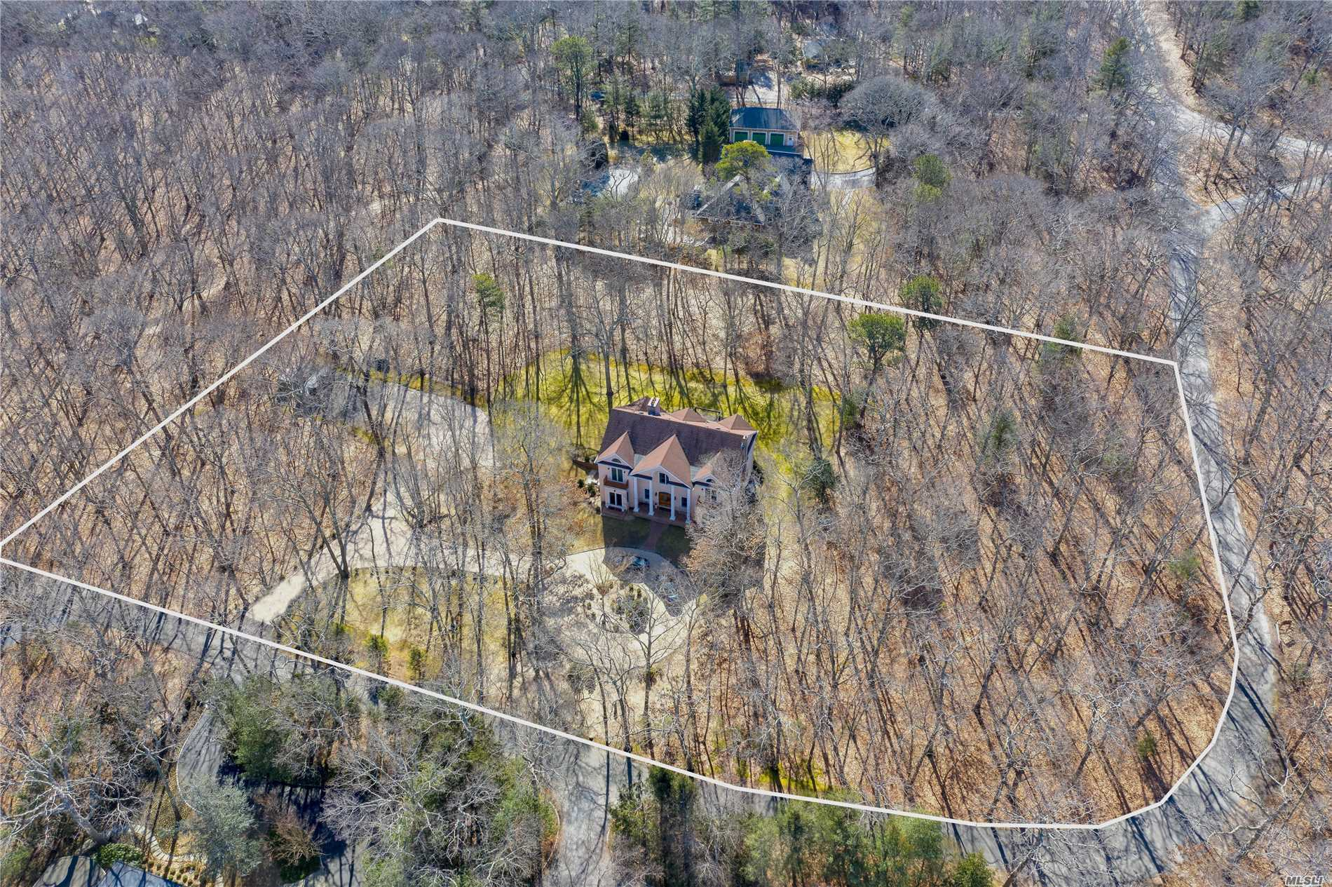 Residential For Sale in 3370 Paradise Point Rd, Southold, NY ,11971