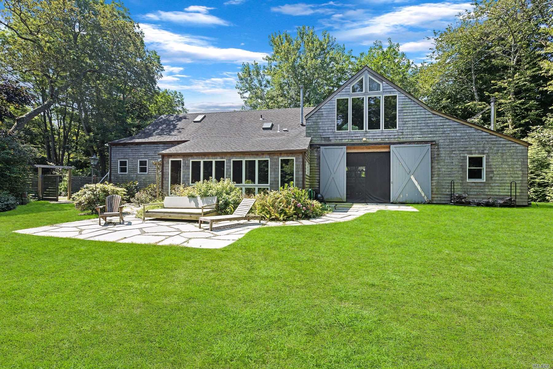 Residential For Sale in 622 Lighthouse Rd, Southold, NY ,11971