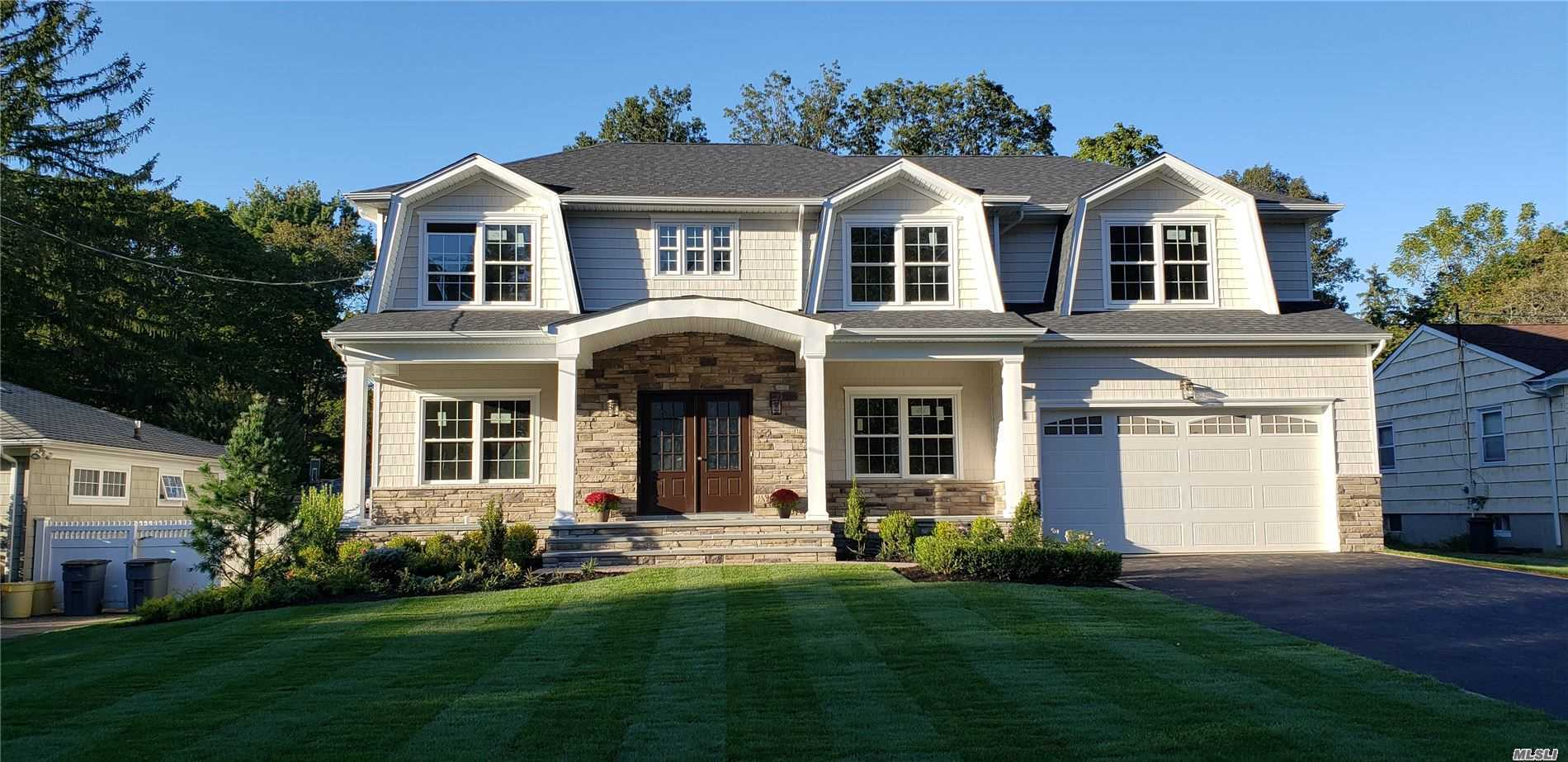 Residential For Sale in 42 Meadowbrook Rd, Syosset, NY ,11791