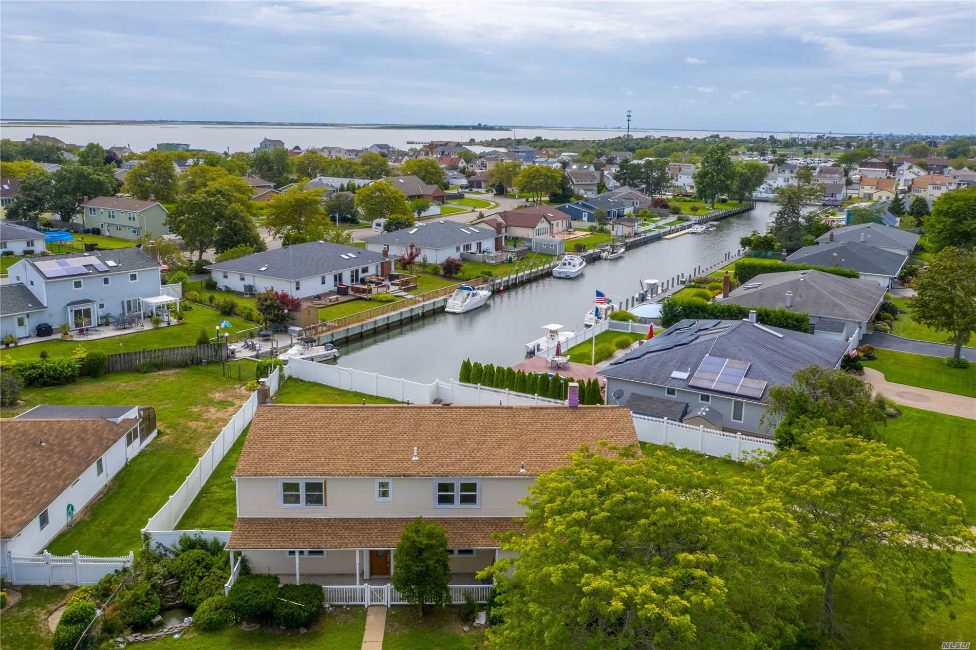 Residential For Sale in 110 Schooner Ln, Copiague, NY ,11726