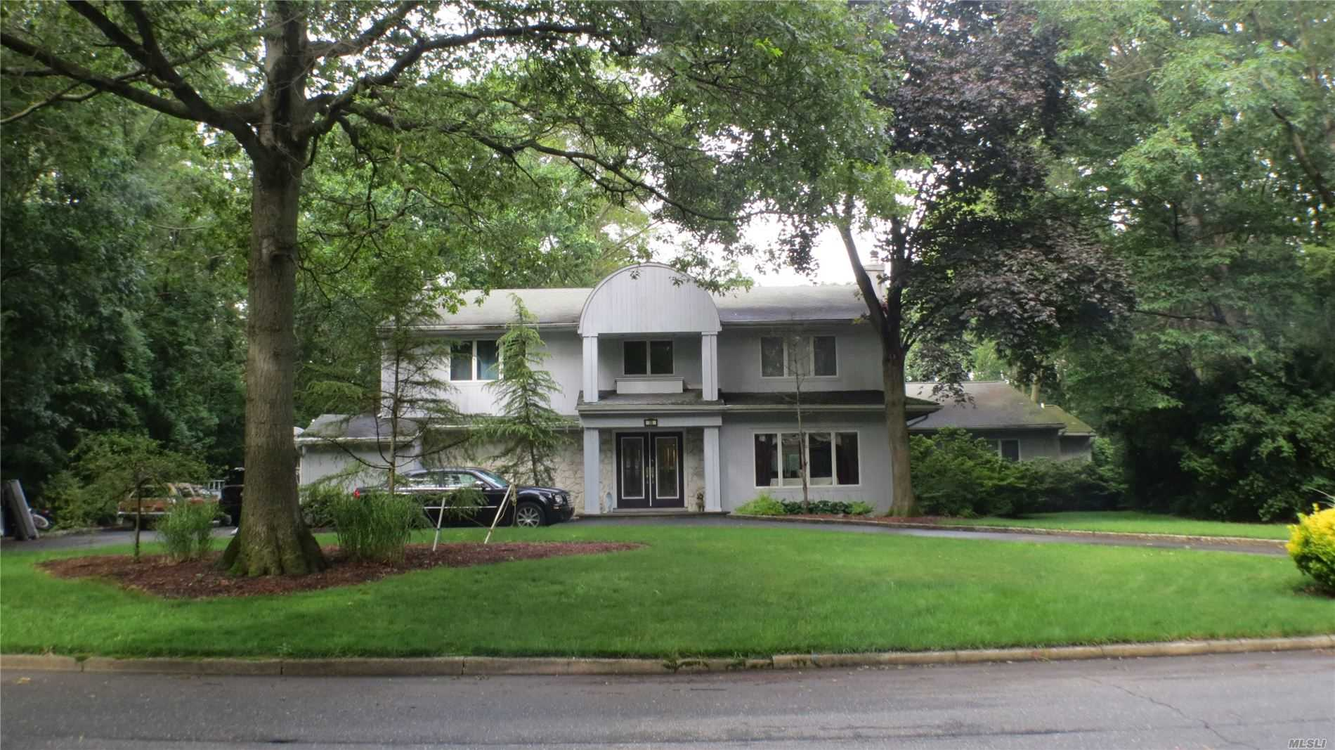 Residential For Sale in 36 Highland Blvd, Dix Hills, NY ,11746