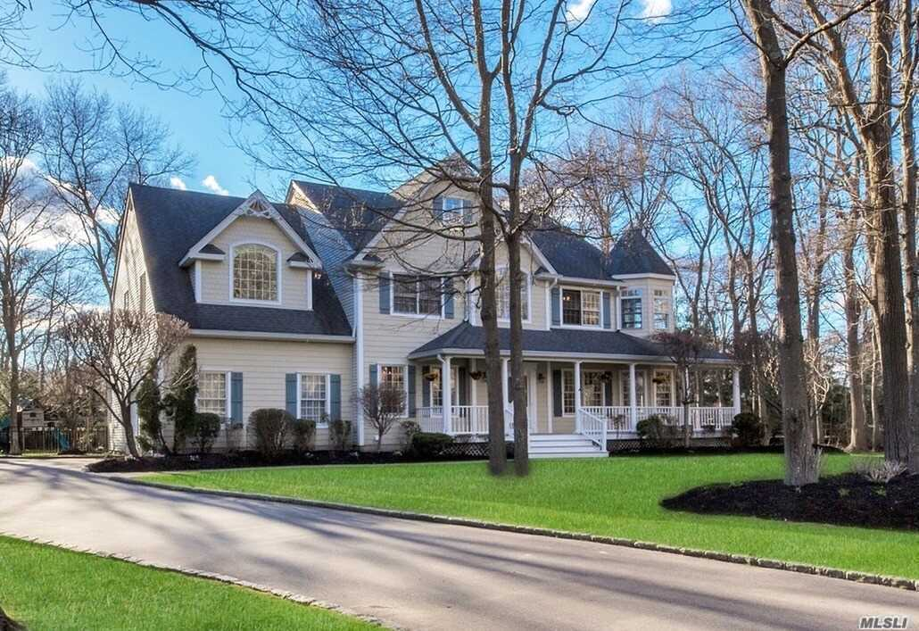 Residential For Sale in 138 Old Broadway Ave, Sayville, NY ,11782