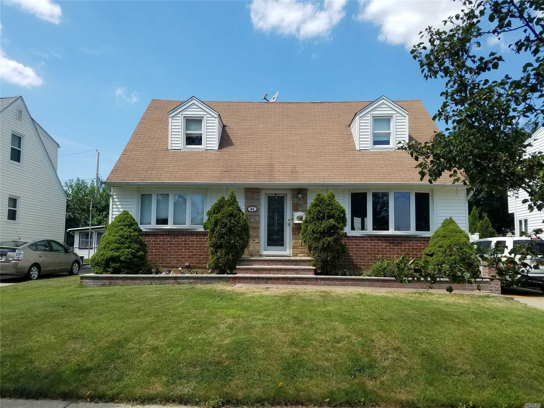Residential For Sale in 53 Yorkshire Rd, New Hyde Park, NY ,11040