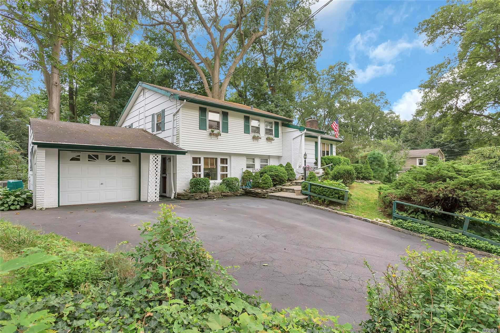 Residential For Sale in 14 Woodridge Ln, Sea Cliff, NY ,11579