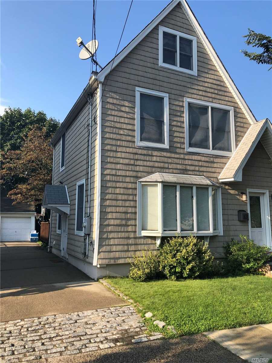 Residential For Sale in 15 William Street, Williston Park, NY ,11596