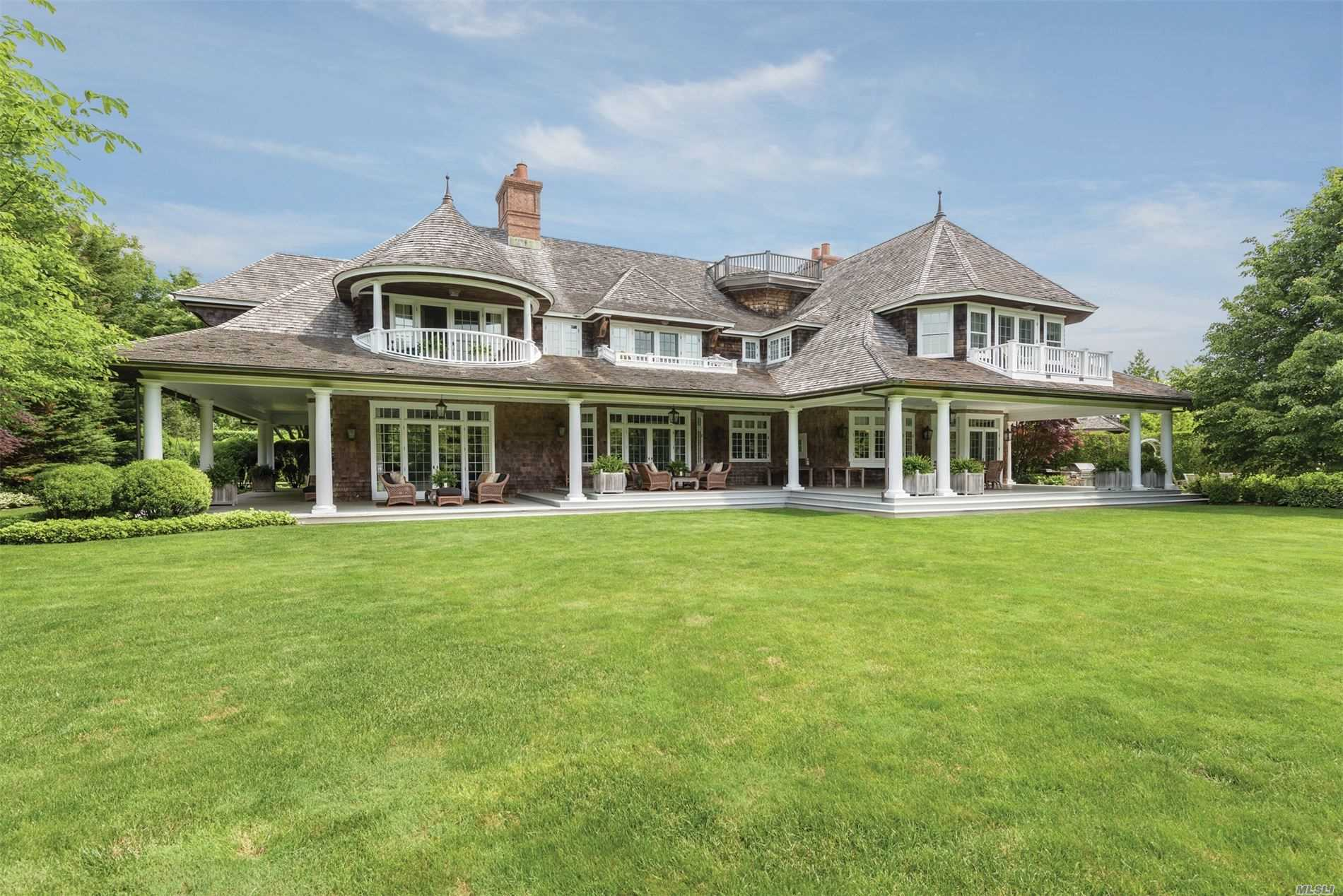 Residential For Sale in 72 Foster Xing, Southampton, NY ,11968