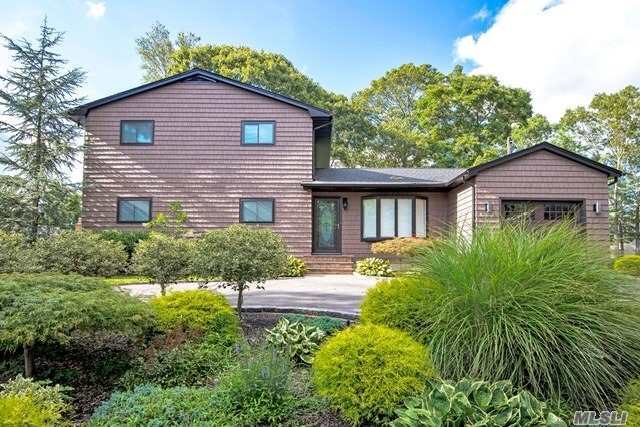 Residential For Sale in 11 South Dr, Lake Ronkonkoma, NY ,11779