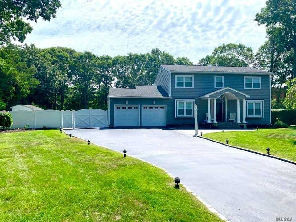 Residential For Sale in 25 Margin Dr, Shirley, NY ,11967