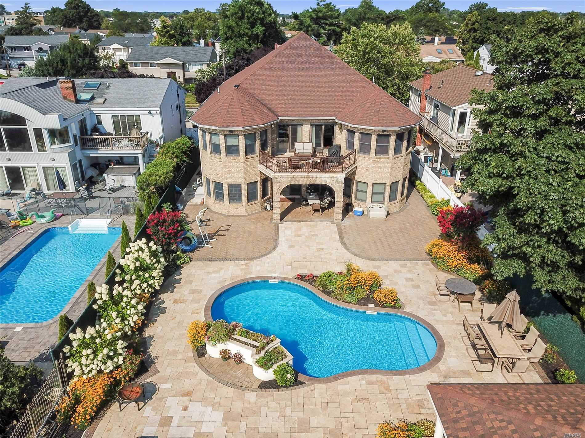 Residential For Sale in 2811 Judith Dr, Bellmore, NY ,11710