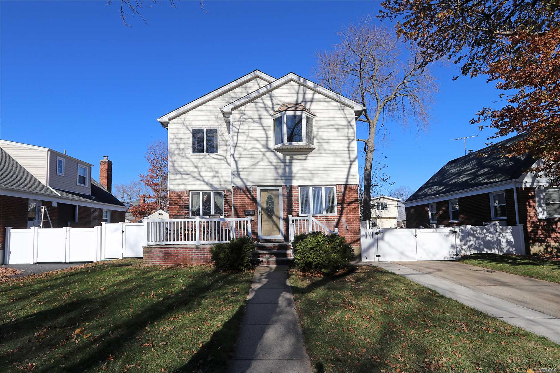 Residential For Sale in 126 Wilton St, New Hyde Park, NY ,11040