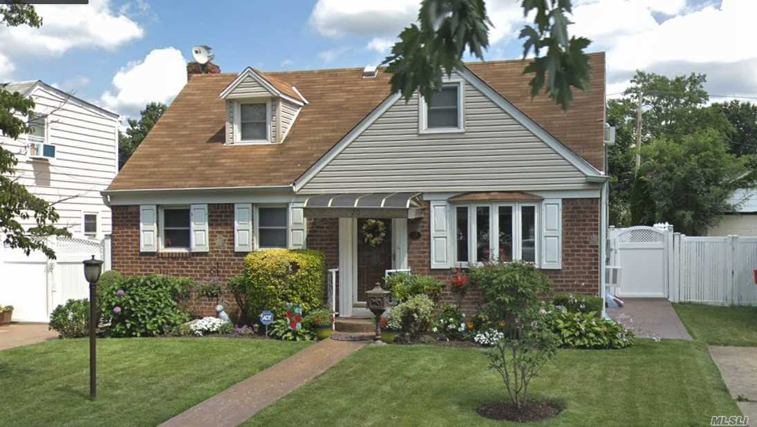Residential For Sale in 20 Essex Rd, Elmont, NY ,11003