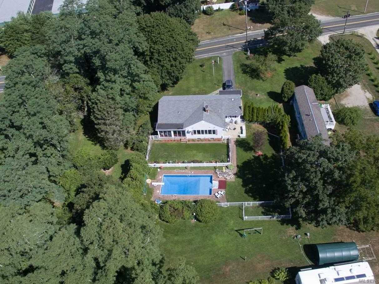 Residential For Sale in 2023 River Rd, Calverton, NY ,11933