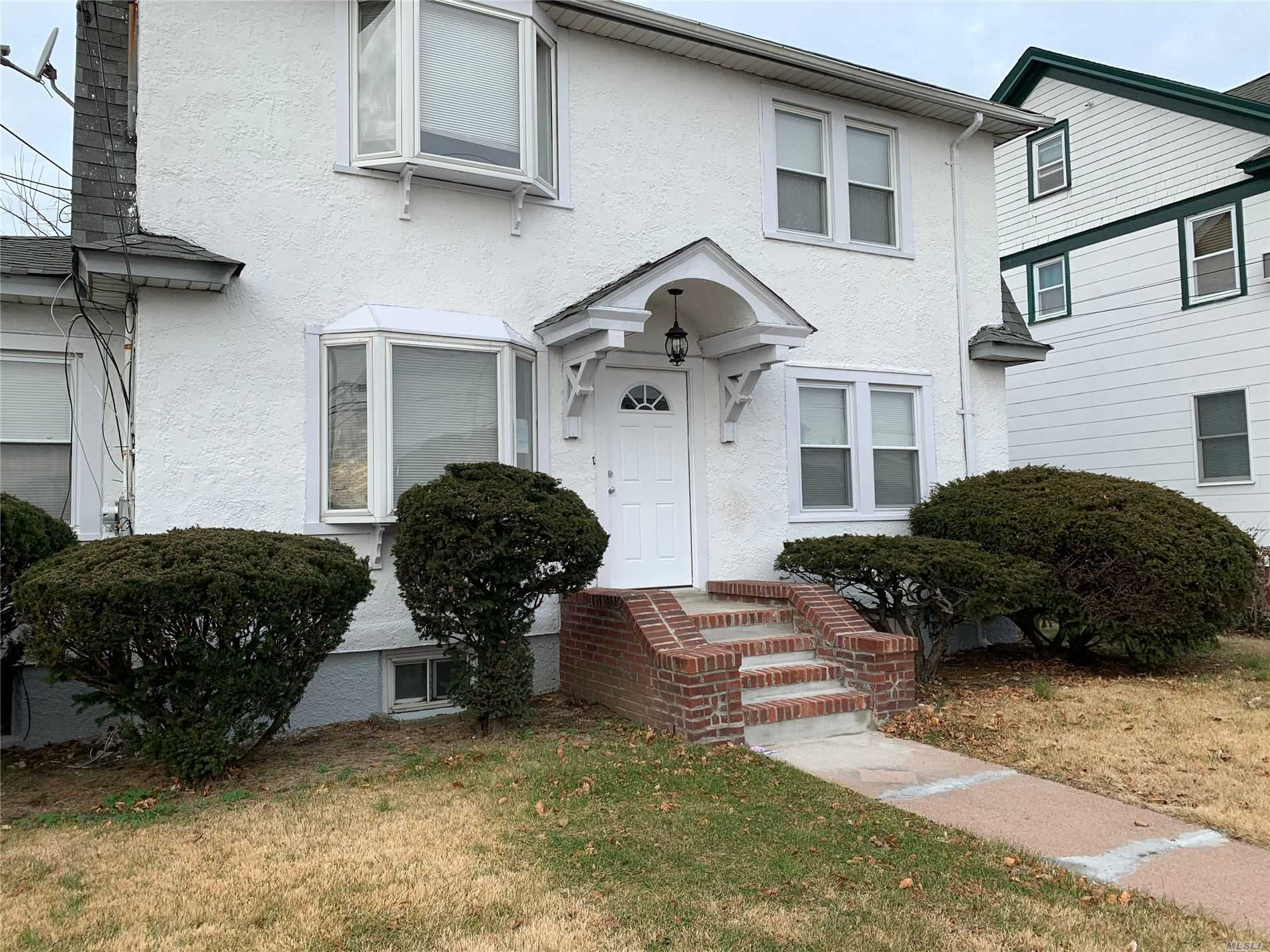 Residential For Sale in 26 Maplewood St, W. Hempstead, NY ,11552