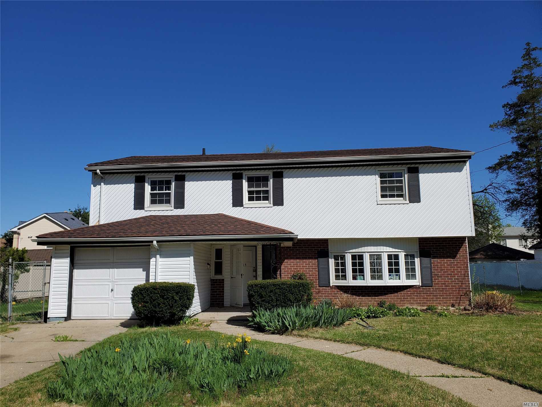Residential For Sale in 15 Greenlawn Ct, Hempstead, NY ,11550