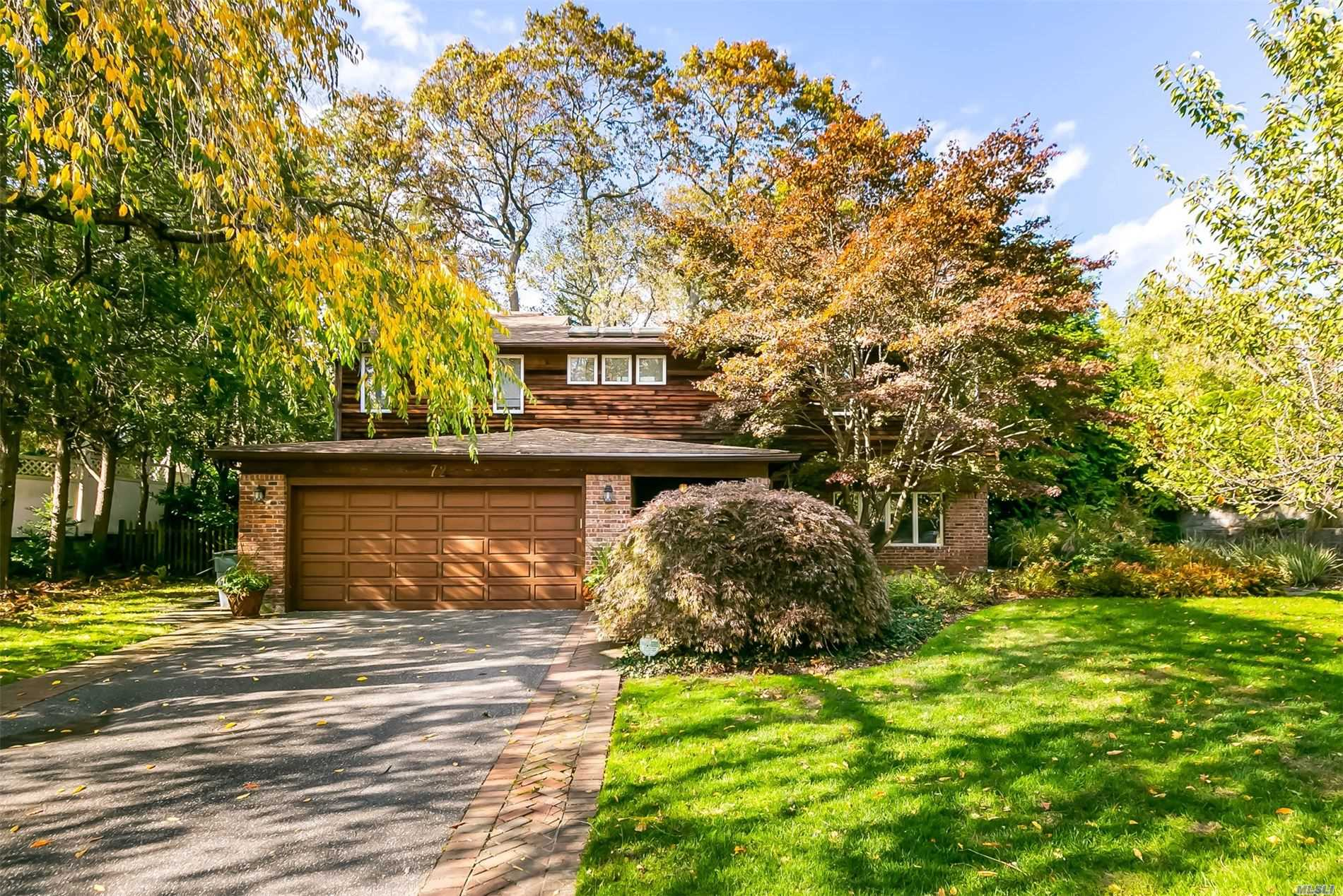 Residential For Sale in 72 Oak Hill Dr, East Norwich, NY ,11732