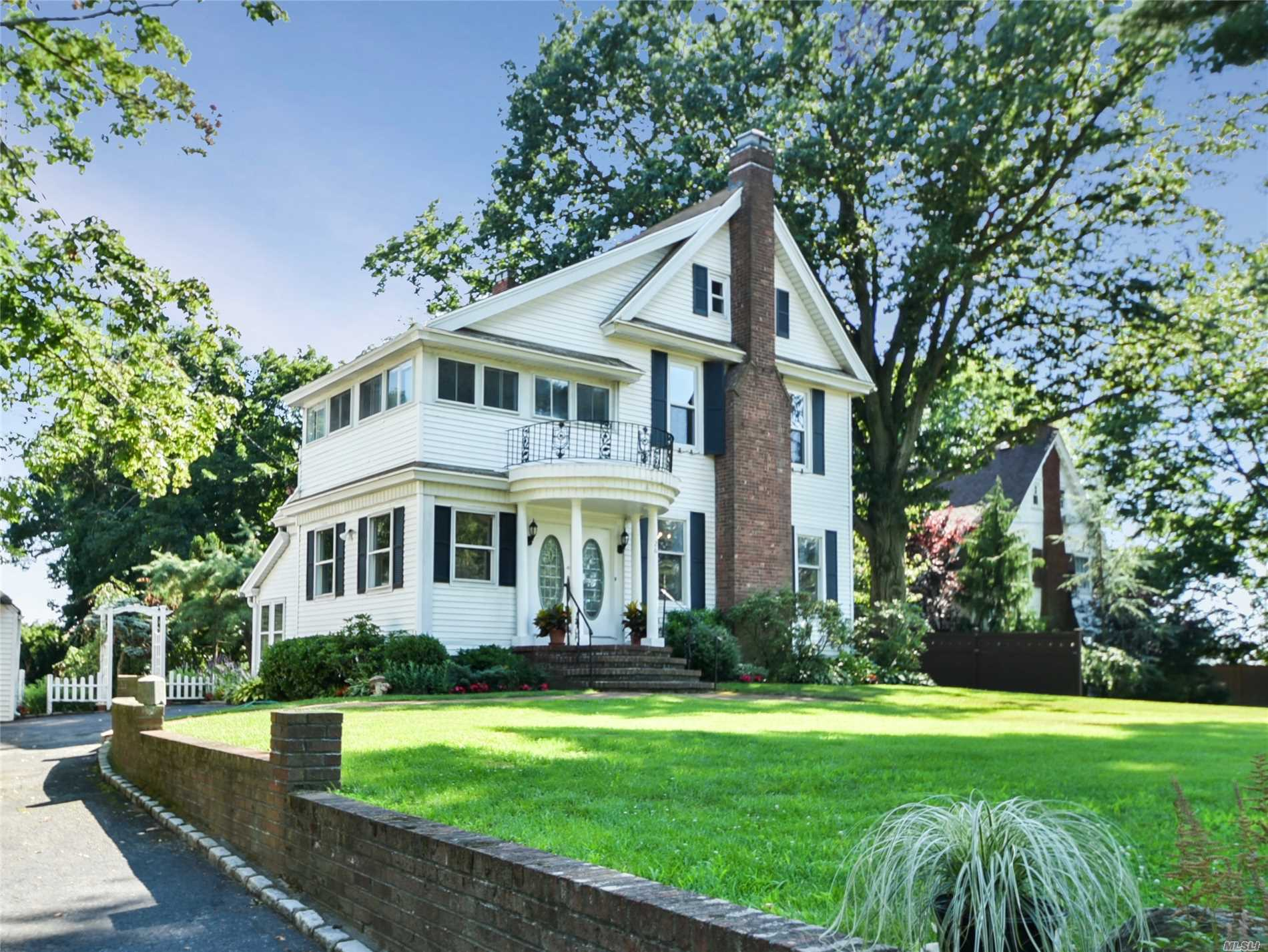 Residential For Sale in 26 Cherry St, Douglaston, NY ,11363
