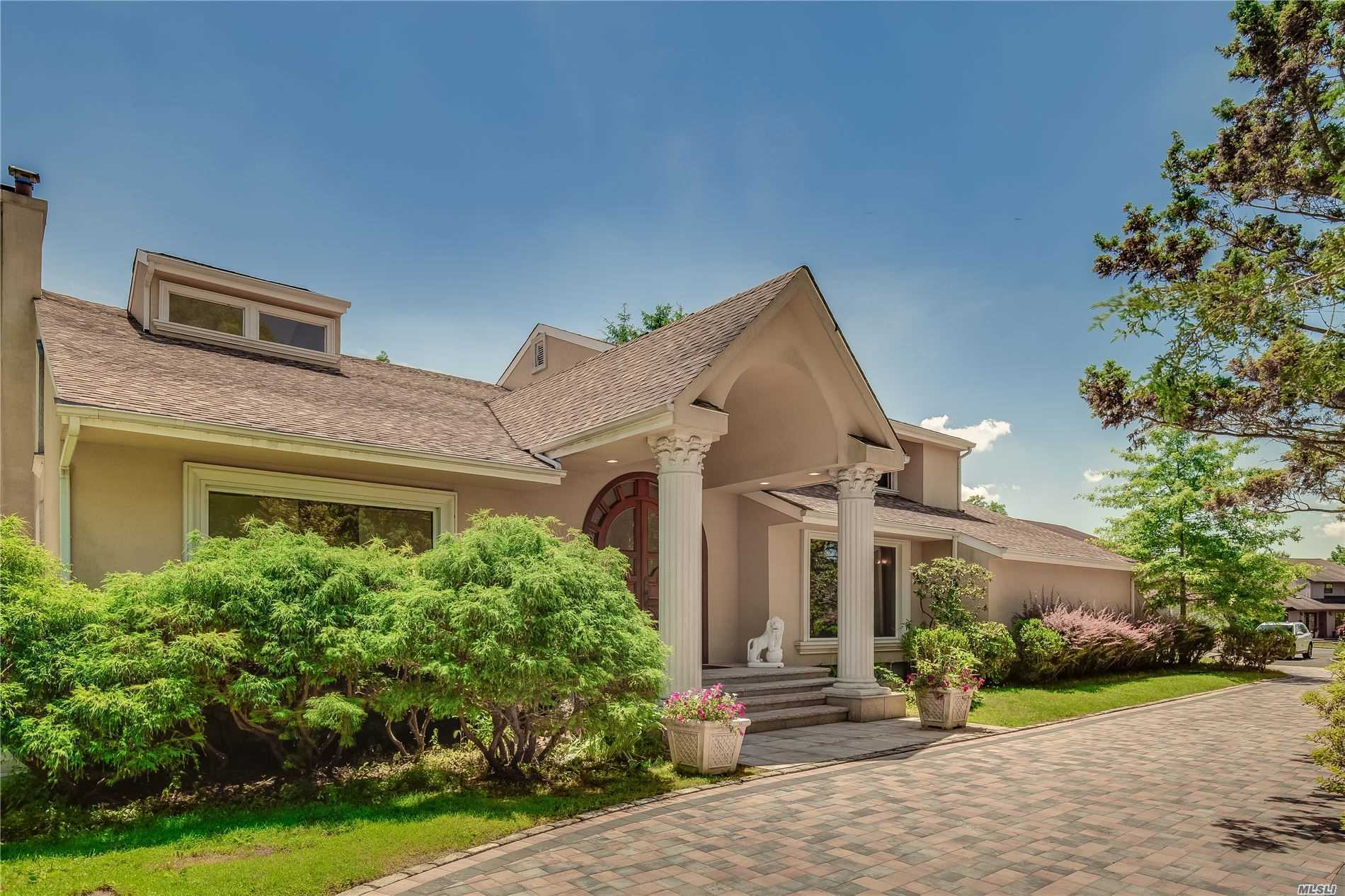 Residential For Sale in 5 Landaulette Ct, Melville, NY ,11747