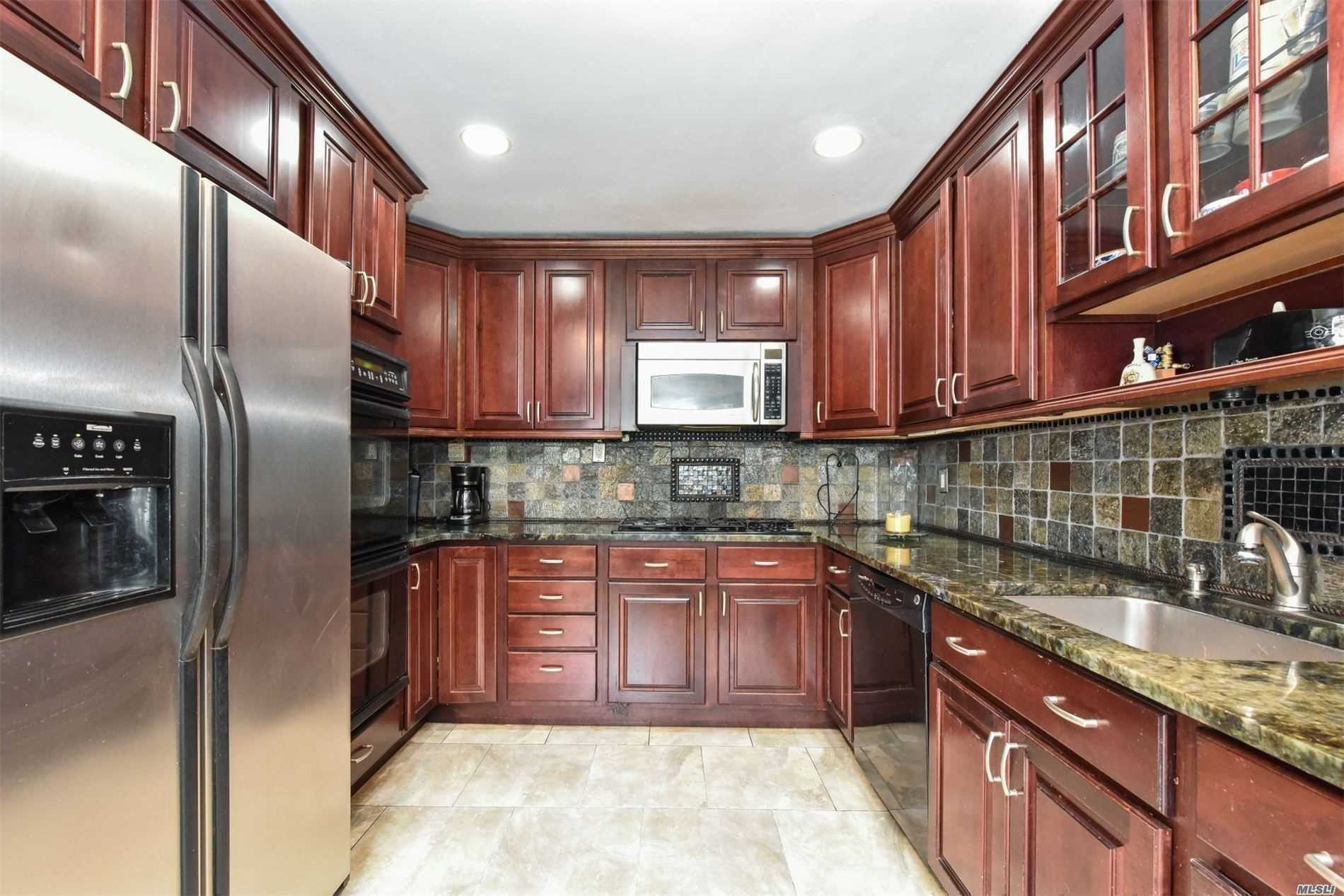 Residential For Sale in 42 Dogwood Rd, Searingtown, NY ,11507