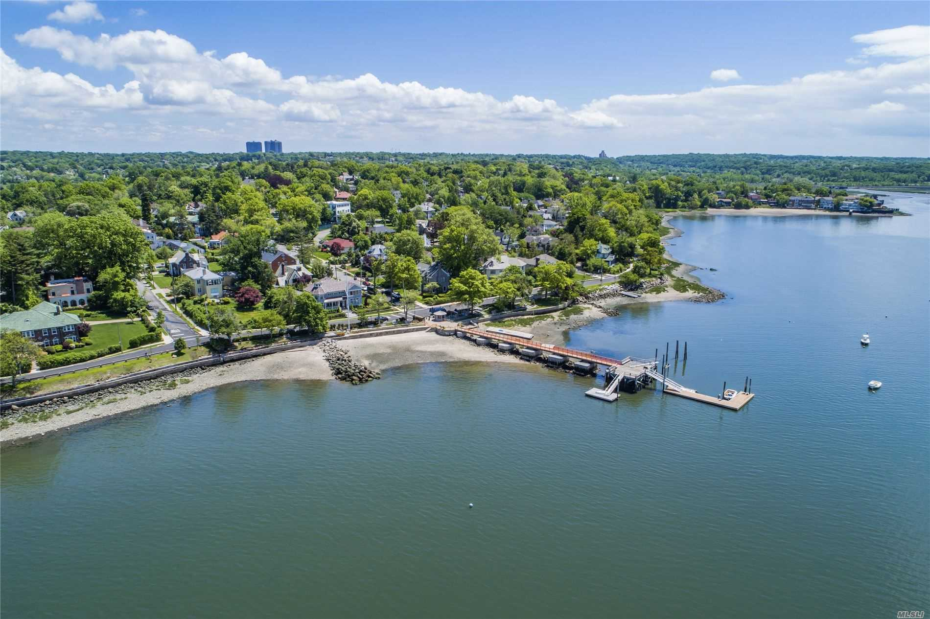 Residential For Sale in 17 Grosvenor Street St, Douglaston, NY ,11363