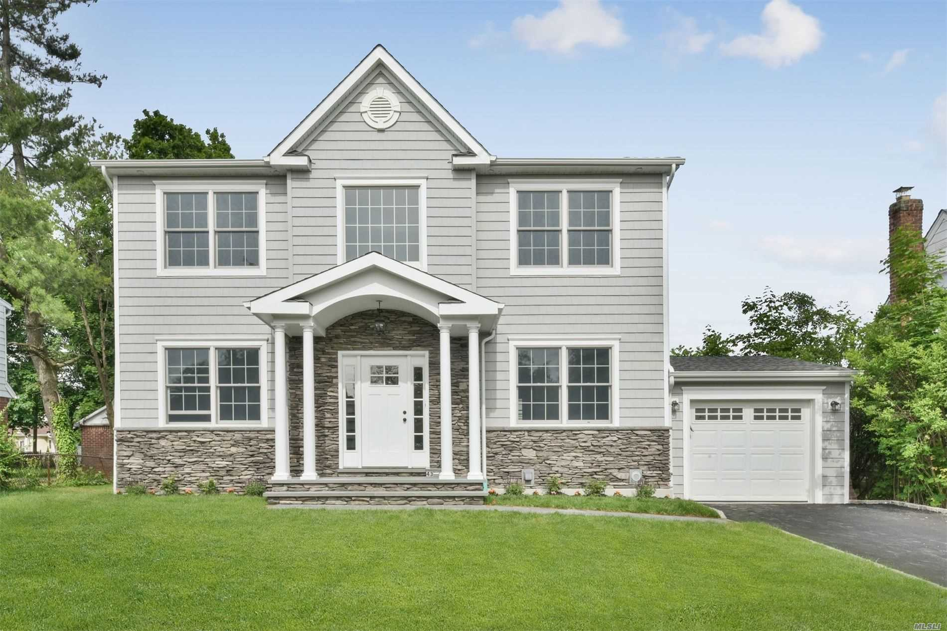 Residential For Sale in 43 Brussel Dr, New Hyde Park, NY ,11040