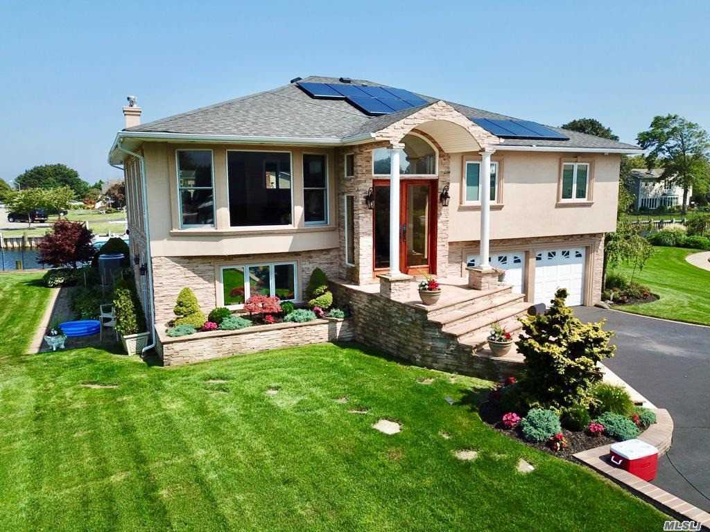 Residential For Sale in 3 Dolphin Ln, West Islip, NY ,11795
