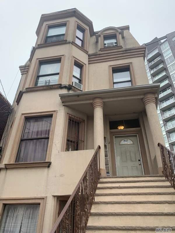 Residential For Sale in 11-27 31st Dr, Long Island City, NY ,11106
