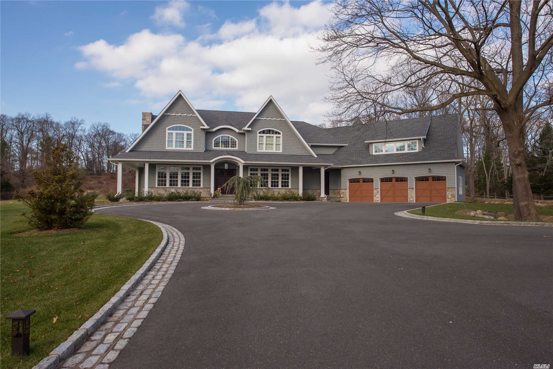 Residential For Sale in 7 Hadley Dr, Smithtown, NY ,11787