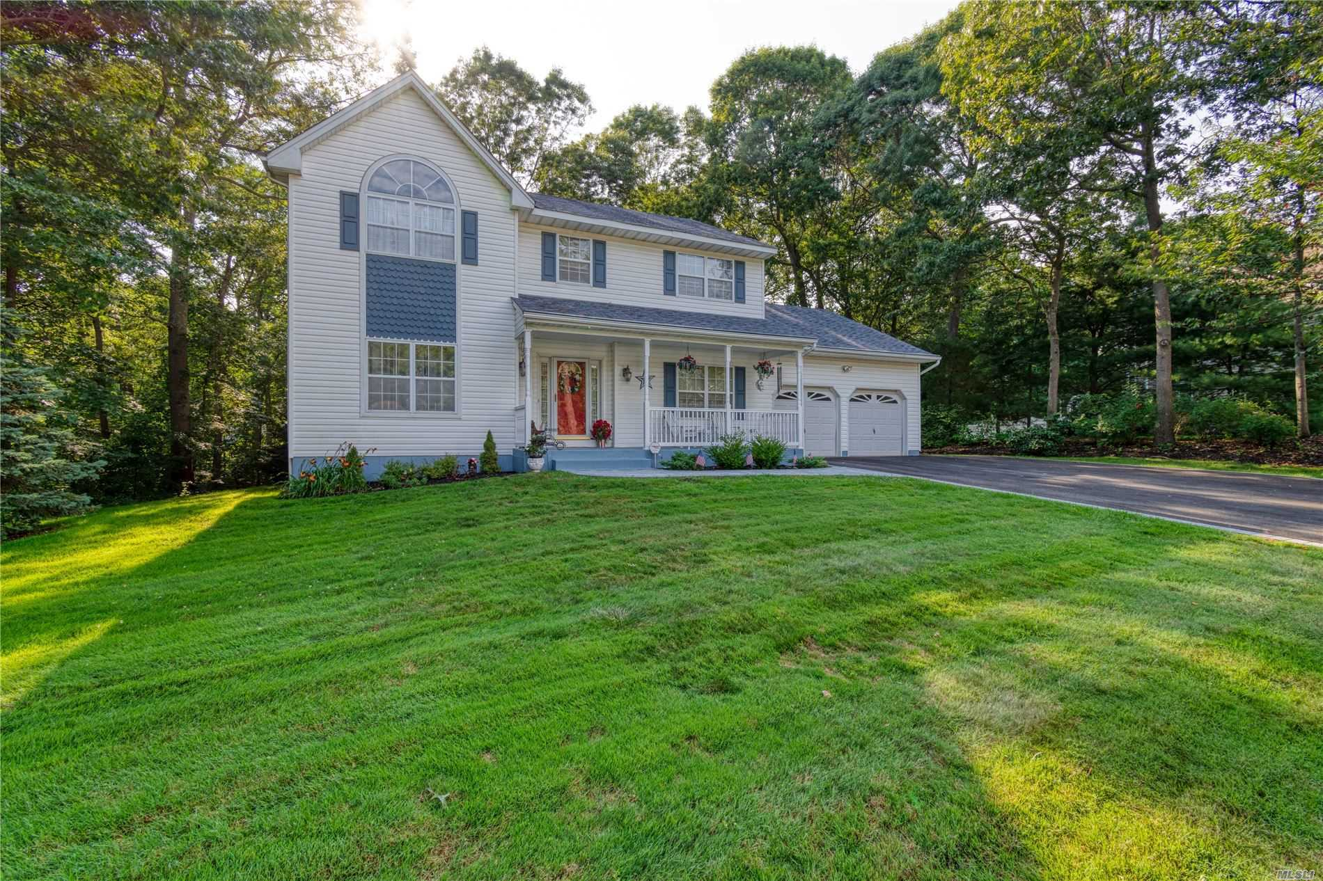Residential For Sale in 5 Embassy Rd, Selden, NY ,11784