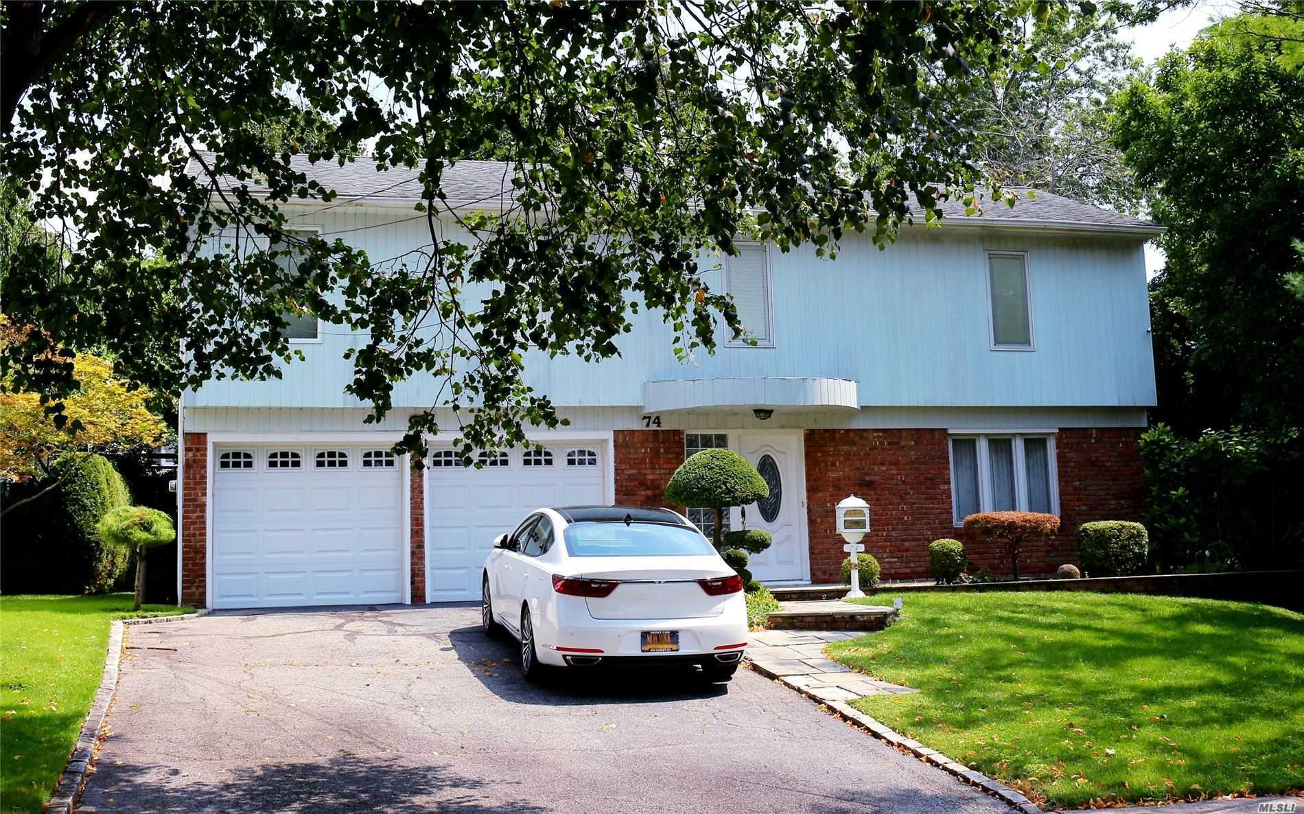 Residential For Sale in 74 Lee Ave, Albertson, NY ,11507