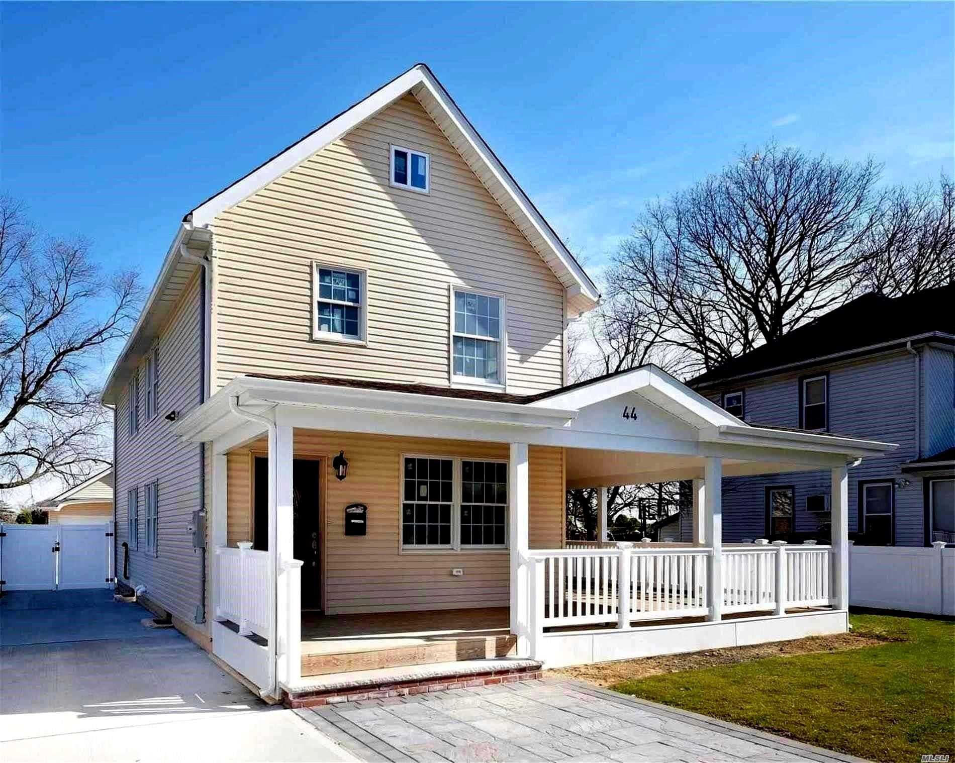 Residential For Sale in 44 Charles St, Lynbrook, NY ,11563
