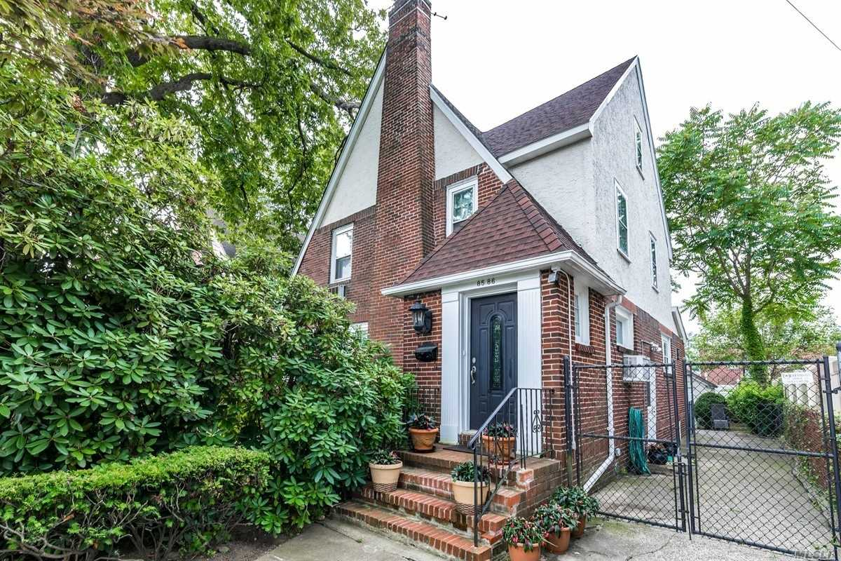 Residential For Sale in 85-86 Santiago St, Holliswood, NY ,11423