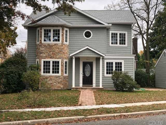 Residential For Sale in 525 Terrace Ave, Garden City S., NY ,11530