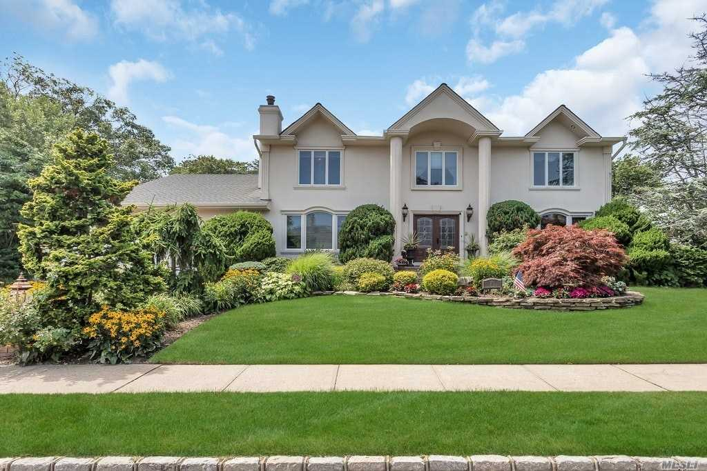 Residential For Sale in 371 Cameo Dr, Massapequa, NY ,11758