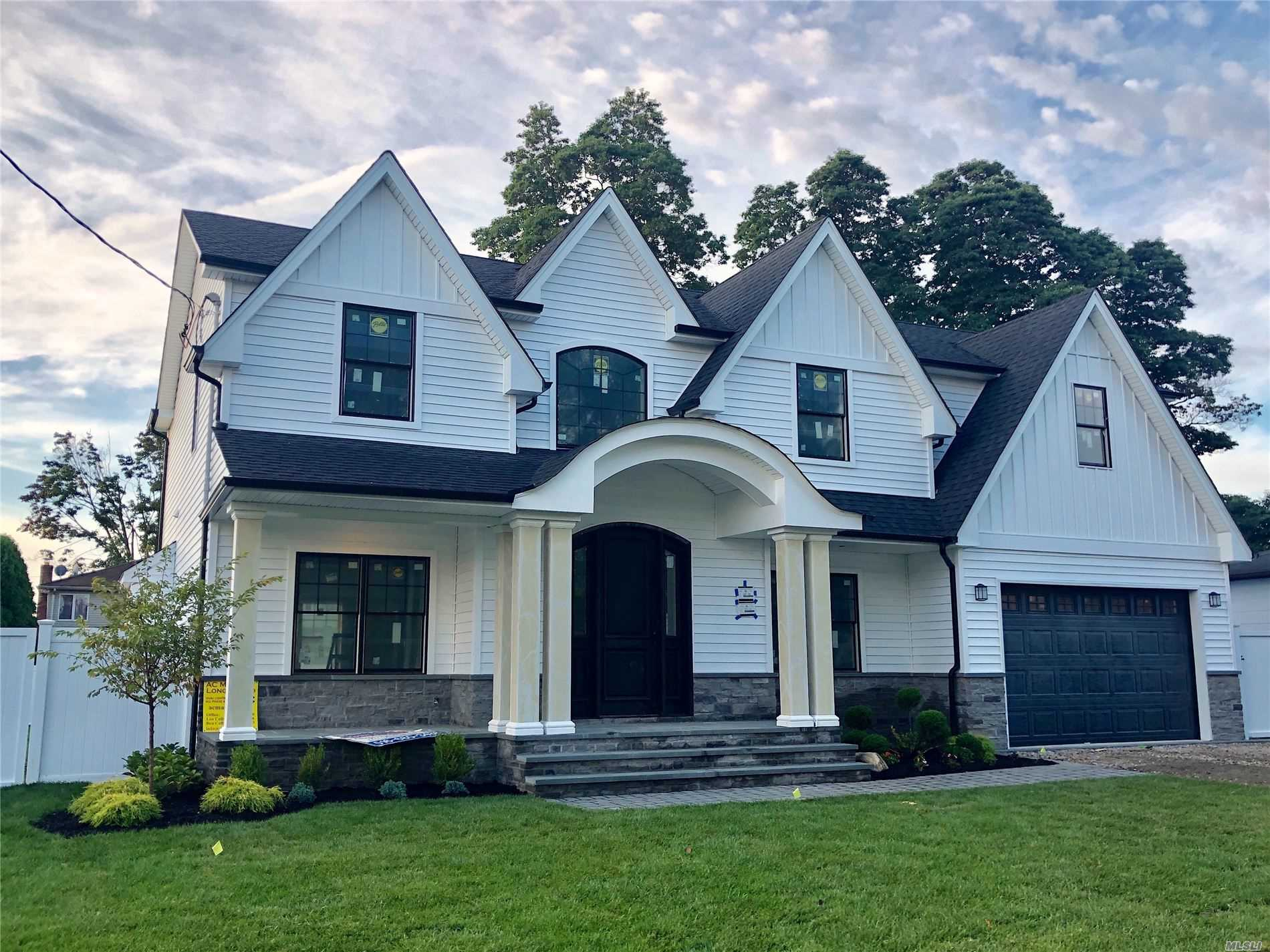 Residential For Sale in 67 Northern W Pky, Plainview, NY ,11803